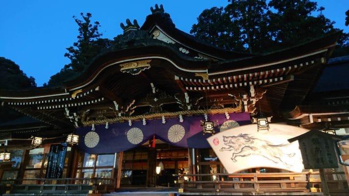 奈良の三輪明神大神神社拝殿